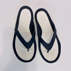 Crocs flip flops size women's 7 never worn